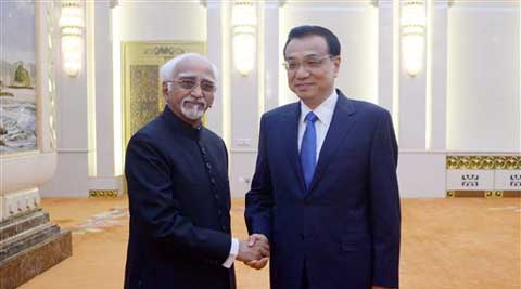 Chinese Premier Li Keqiang, right, and Indian Vice President Shri Mohammad Hamid Ansari pose for photos before their meeting at the Great Hall of the People in Beijing on Saturday. (AP)