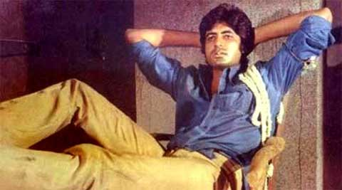 """""""The knotted shirt and rope on shoulder in 'Deewar' was an adjustment for an error in stitching... shirt too long so knotted it,"""" Bachchan shard on Twitter."""