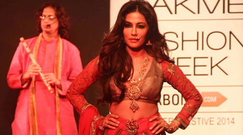 Dusky beauty Chitrangada Singh dazzled the ramp showcasing traditional attire for designer Harshita Chatterjee Deshpande at Lakme Fashion Week Winter/Festive 2014.