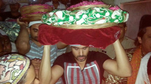 Bollywood actor Emraan Hashmi offered his prayers at the dargah of Sufi saint Khwaja Moinuddin Chisti here, ahead of the release of 'Raja Natwarlal'.