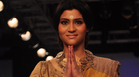 Konkona Sen Sharma put her best fashion foot forward when she hit the ramp Thursday in a metallic sari with yellow-gold and rust-gold blocking teamed with a gold metallic blouse as a showstopper for designer Anavila Mishra at Lakme Fashion Week (LFW) winter-festive 2014.