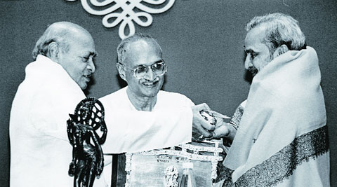 Ananthamurthy (right) receiving the Jnanpith award in 1995.