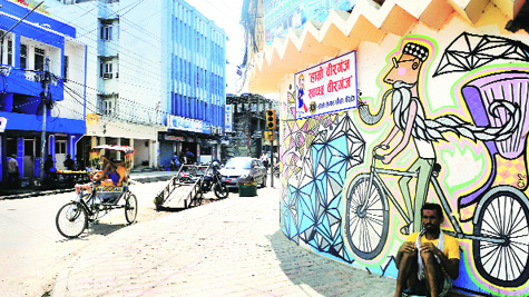 Birgunj has regulated traffic, own FM station, busy bazaars and a medical college that draws students from Bihar.