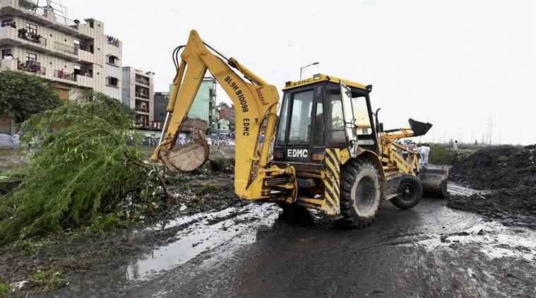 Okhla landfill, Delhi landfills, Ghaziapur landfill collapse, Delhi garbage sites closed, Waste pickers, Indian Express, Delhi news