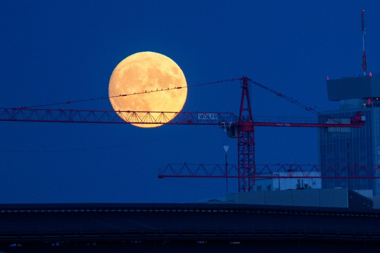 The Moon Rise over Berlin (Bloomberg)